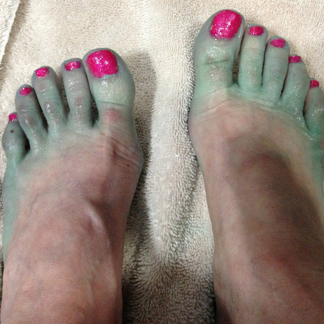 dry cracked heels home remedy with listerine and vinegar foot