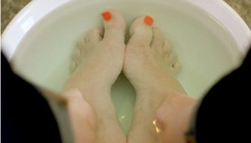 Listerine Vinegar Foot Soak for Dry Skin