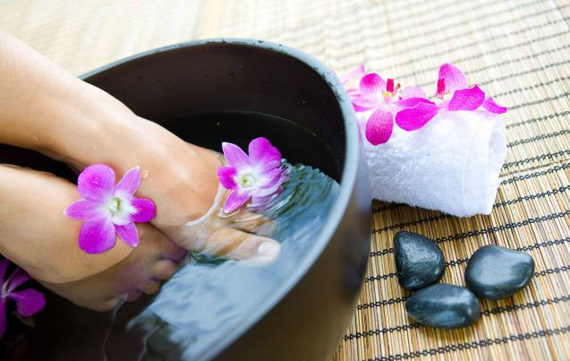 DIY Listerine Cold Water Foot Soak Recipe